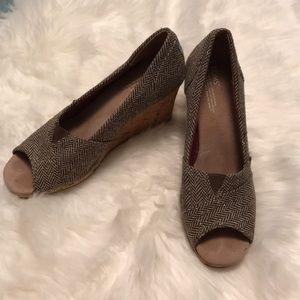 TOMS worn few times EUC peep toe wedge gold tweed